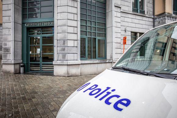 De beklaagde en het slachtoffer brachten een tegenstrijdige versie van de feiten voor de strafrechtbank in Tongeren.