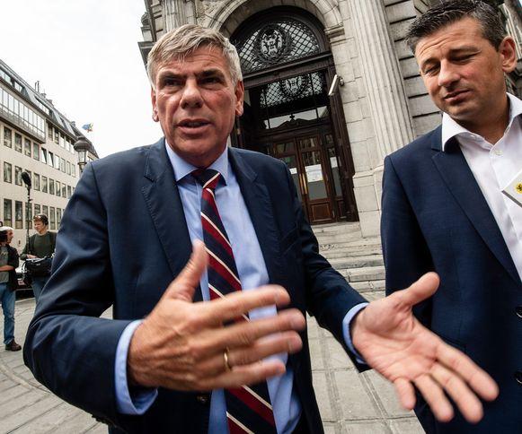 Na het ontslag van Kris Van Dijck greep Filip Dewinter vandaag de koe bij de horens en riep hij als waarnemend voorzitter het Uitgebreid Bureau van het Vlaams Parlement samen om zich te buigen over diens opvolging.