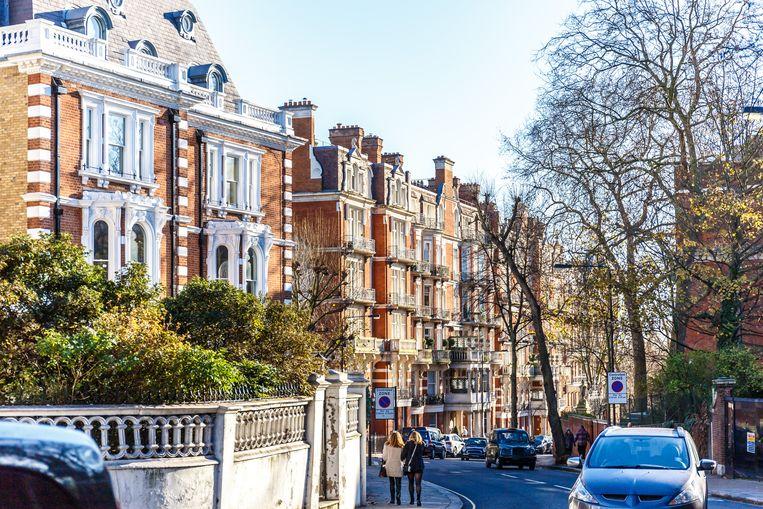 Oliver Bullough legt regelmatig bustours in West-Londen in langs de huizen van Russische oligarchen, prinsen en kroonprinsen uit het Midden-Oosten en Nigeriaanse politici. Beeld shutterstock