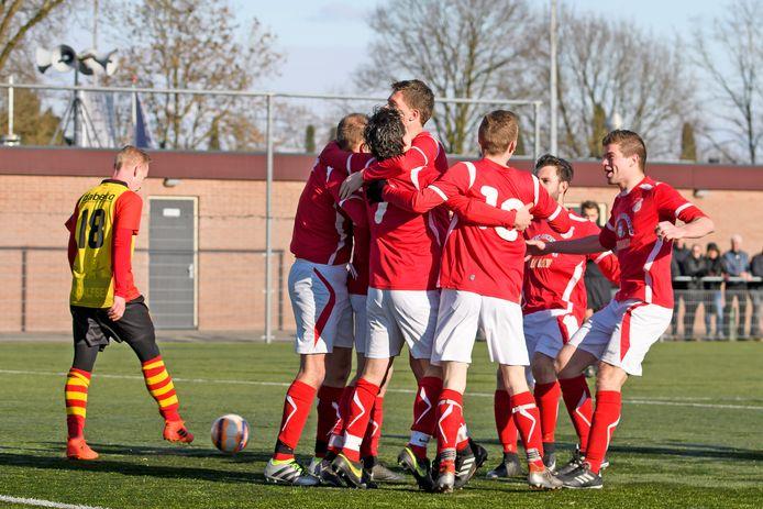 EMMS viert de treffer van Jord Anbergen tegen Dalfsen.