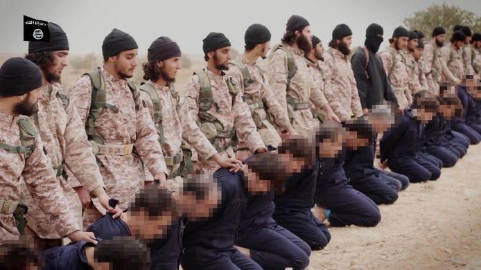 De Belgische IS-strijder zou de vierde van links op deze foto zijn