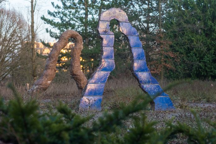 Het beeld De Wandelaars van de Eindhovense kunstenaar Michel Kuipers.