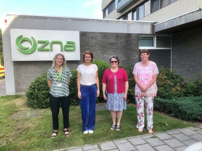 Dr. Marie Van Remoortere (ZNA), Ingvild De Bruyn (GTB) en pijnpatiënten Myriam  en Sabine.