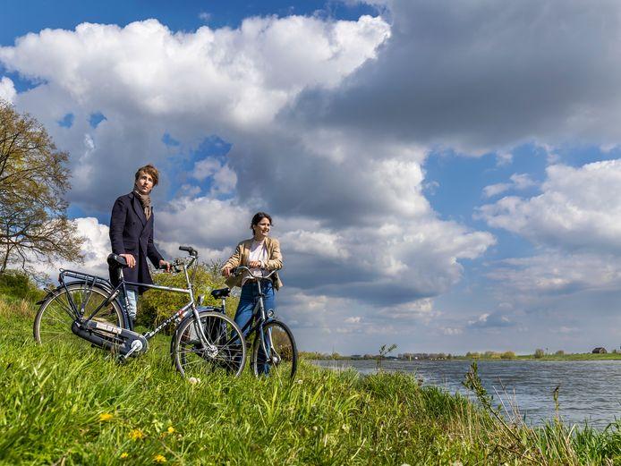 Ook in double breasted jas en blazer kan je op de fiets best eens ergens komen.