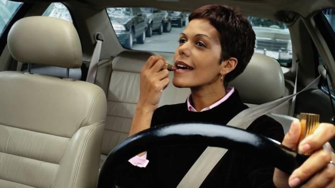 Onderweg make-up aanbrengen: de handleiding