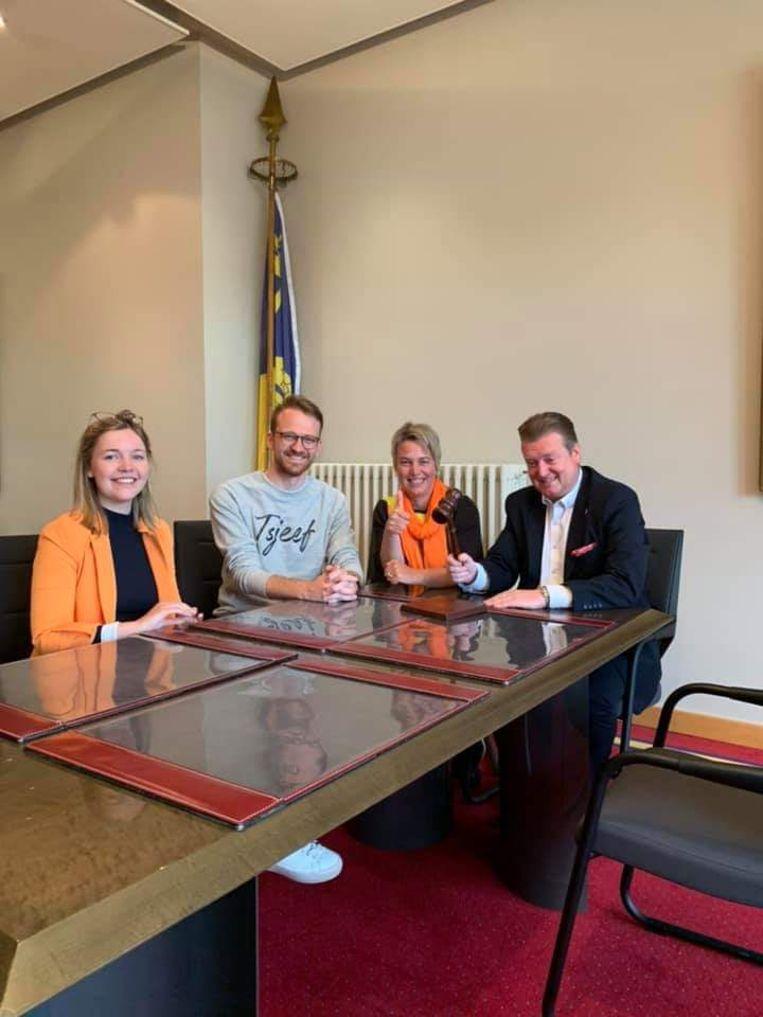 Tijdens hun marathoncampagne kregen Yari en Lore onder meer de steun van Joke Schauvliege en Waasmunsters burgemeester Jurgen Bauwens.