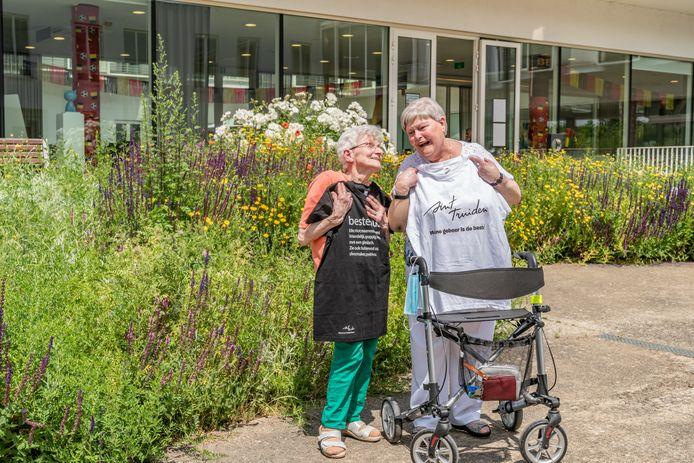 Buren Mariette Meys en Irène Dewaelheyns nomineerden elkaar als 'dé beste buur', na al zeven jaar naast elkaar te wonen in Triamant in Velm.
