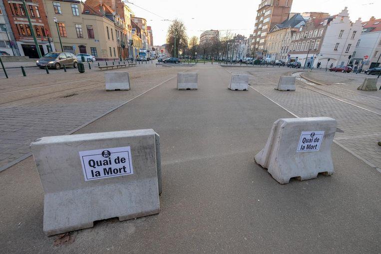De betonblokken die er eerder stonden zijn intussen weggehaald.