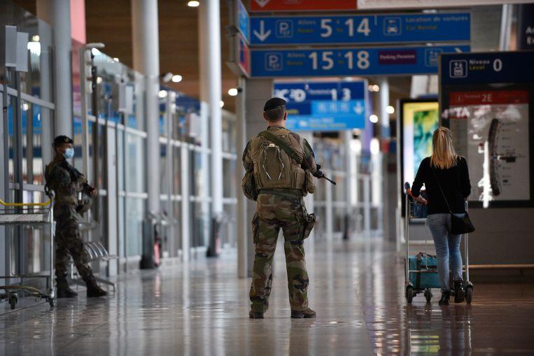 Ali Aarrass landde woensdag op de luchthaven Charles de Gaulle bij Parijs.  Beeld EPA