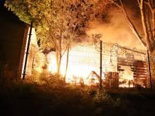 Stacaravan gaat in vlammen op nabij jachthaven in Culemborg