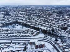 'Winterse' beelden van Oss vanuit de lucht: stad ligt bedekt onder een witte laag sneeuw