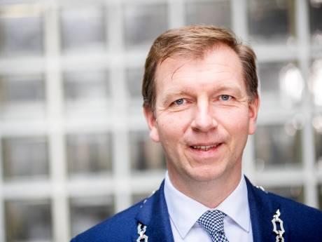 Veenendaalse burgemeester wil snel verstoorde relatie met moskeebesturen herstellen, donderdag spoeddebat
