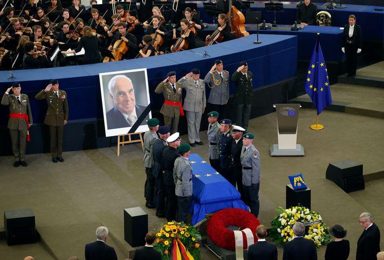 De kist van Helmut Kohl in het Europese parlement. Beeld AP