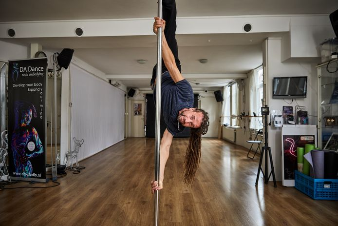 Willem Engel ontpopte zich in de afgelopen maanden tot voorvechter van de groep die actie onderneemt tegen de coronamaatregelen. Voor die tijd runde hij zijn dansschool in Overschie.