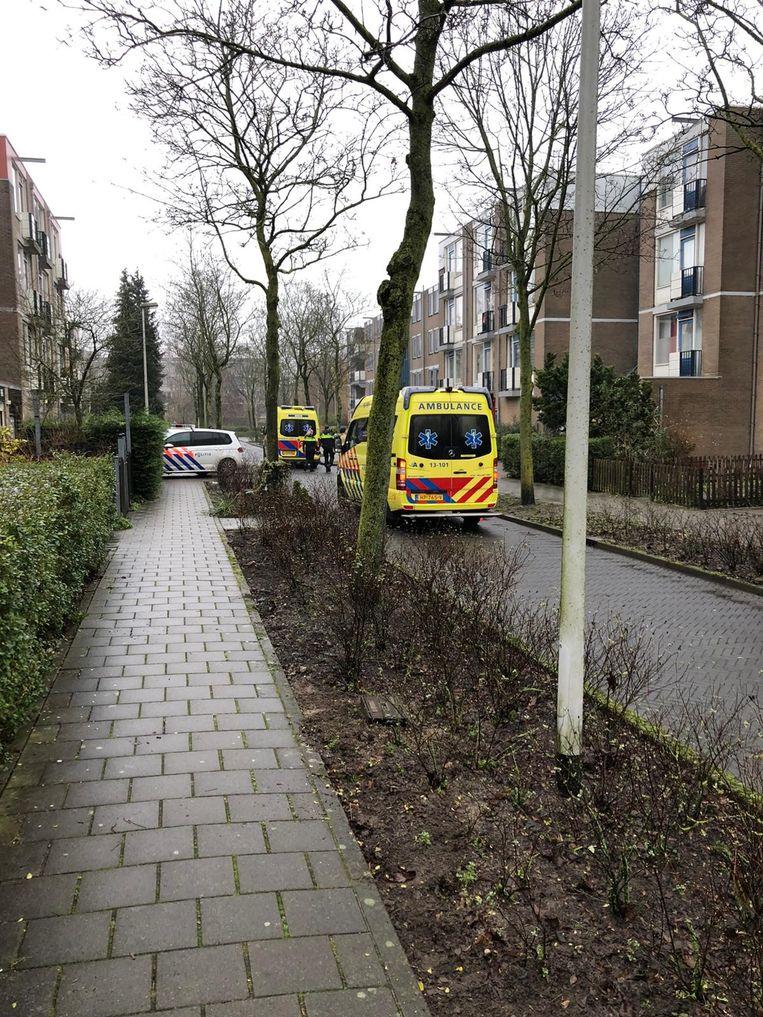 De politie doet onderzoek in de woning waar de vrouw is aangetroffen. Beeld Politie Amsterdam-Amstelland