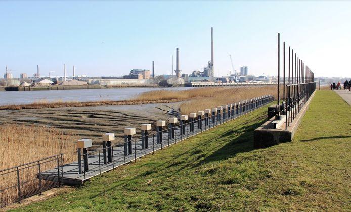 Enkel de Schelde grenst het bedrijf Umicore van Kruibeke.