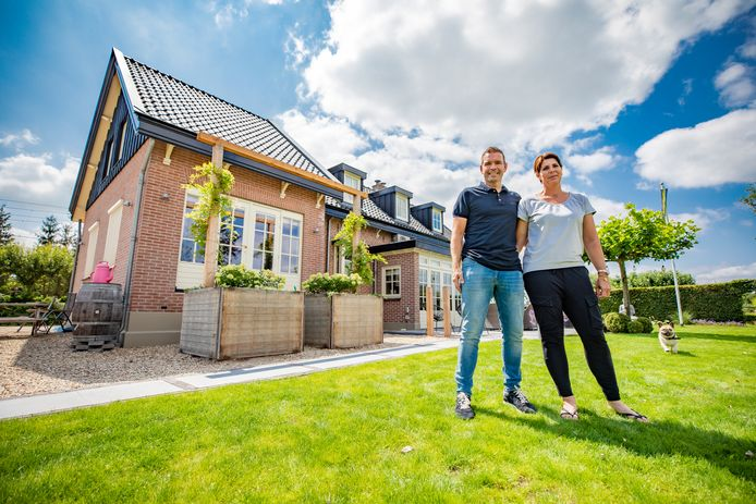 Cesar Krijger en Miranda van de Bunte wonen in het voormalige baanwachtershuis in Teuge.