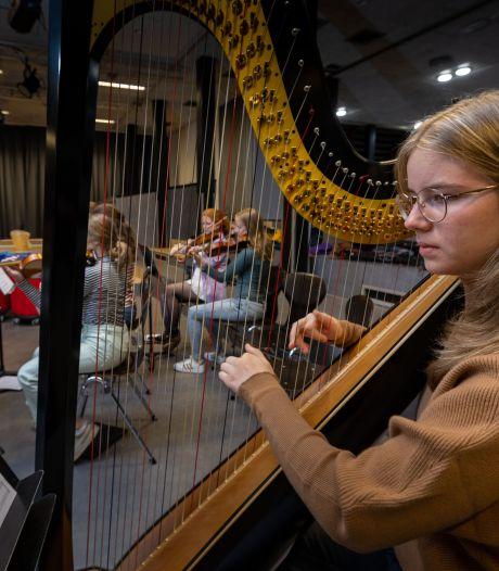 Zwolse harpiste Megan van Uffelen (16) wint internationale concours in Wenen: 'Kan het nog steeds niet geloven'