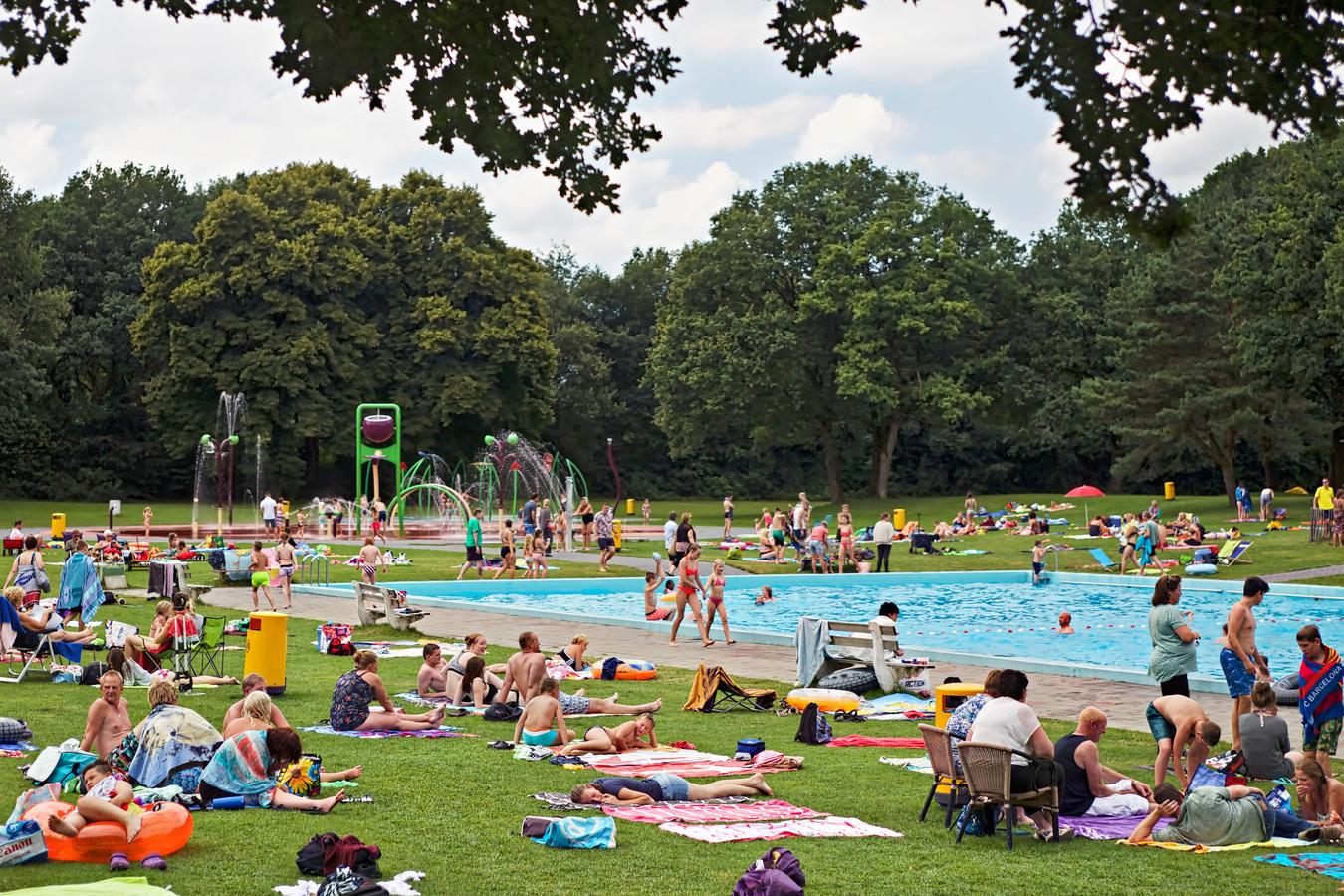 Campinggasten zorgen altijd al voor een goed bezet waterattractiepark Splesj. Of er in de toekomst nog ruimte is voor zwemliefhebbers uit de omgeving wordt pas in het najaar duidelijk.