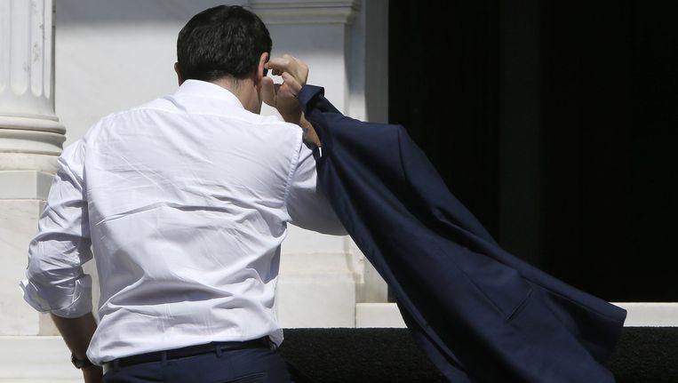 Premier Alexis Tsipras bij aankomst in Athene. Beeld AP