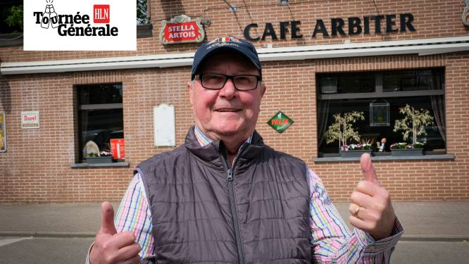 """Charmezanger Remy Ray drinkt eerste pintje op terras café Den Arbiter: """"Lang naar uitgekeken"""""""