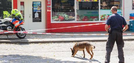 Politie onderzoekt gat in ruit van supermarkt in Emmeloord, is er geschoten?
