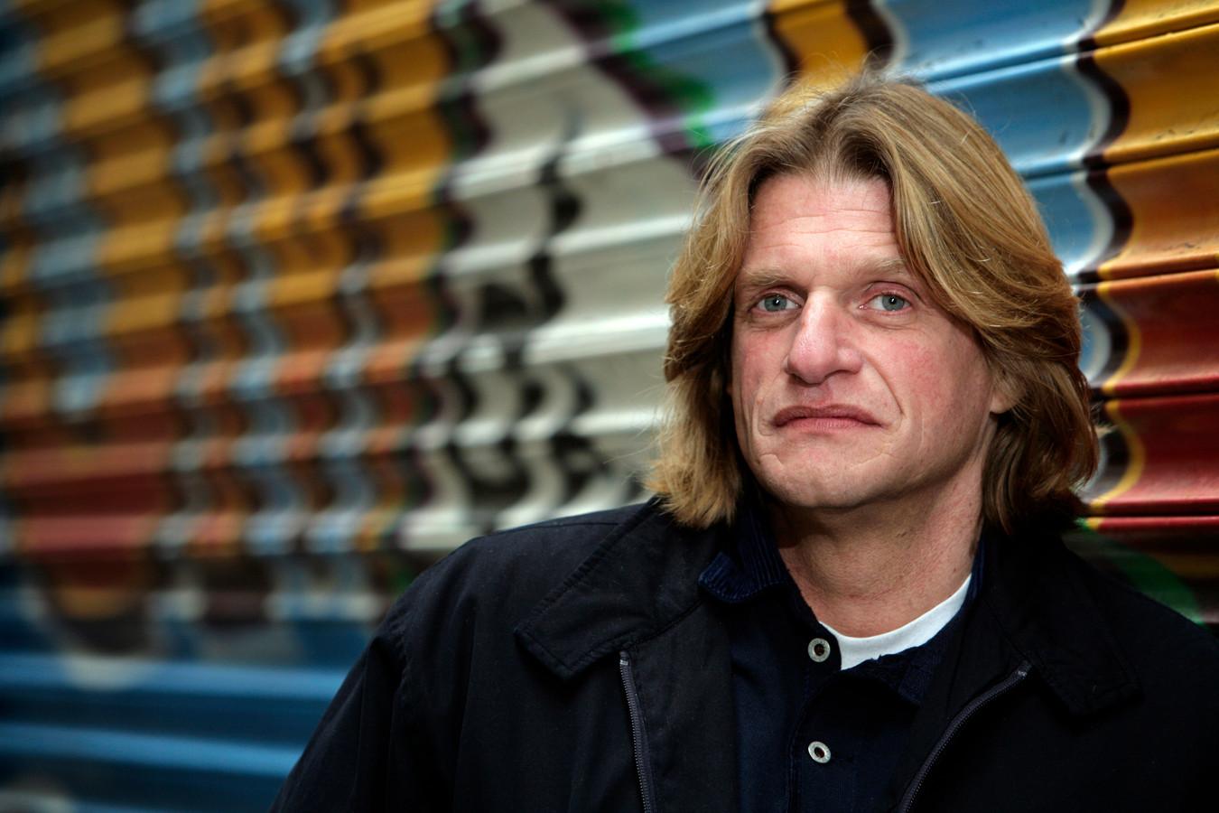 Keith Bakker wordt verdacht van aanranding en verkrachting van een minderjarige vrouw.