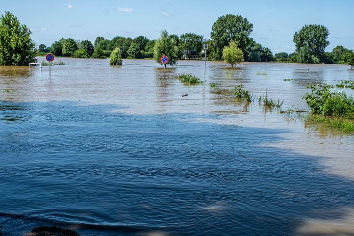 Voldoende rivierwater, maar met drinkwater moeten de Limburgers zuinig aan doen.