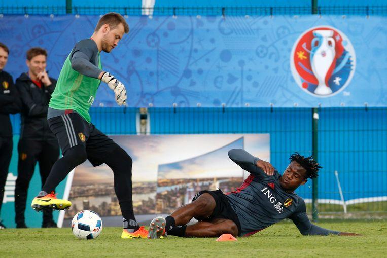 Onder meer Simon Mignolet (keeper van Liverpool) en Michy Batshuyi (nu nog bij Marseille, maar gegeerd door West Ham) moeten zich zorgen maken. Beeld Photo News