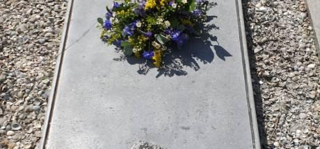 Zwaar verwaarloosd graf van kunstschilder Paul Rink in ere hersteld