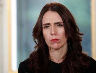 """""""Onaanvaardbare blunder"""": premier Nieuw-Zeeland fel nadat twee reizigers land binnen mochten zonder test en nu besmet blijken te zijn"""