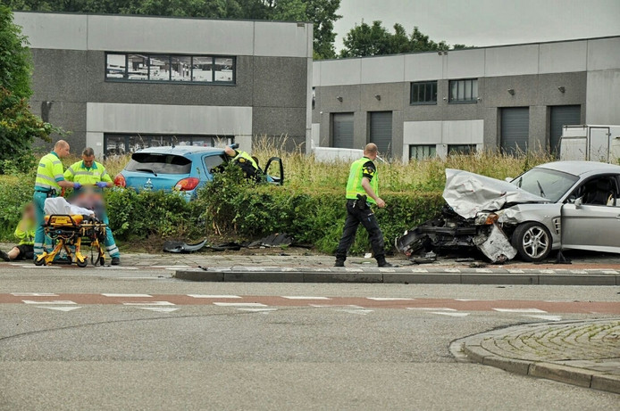 De ravage is groot na een botsing in Bergen op Zoom.