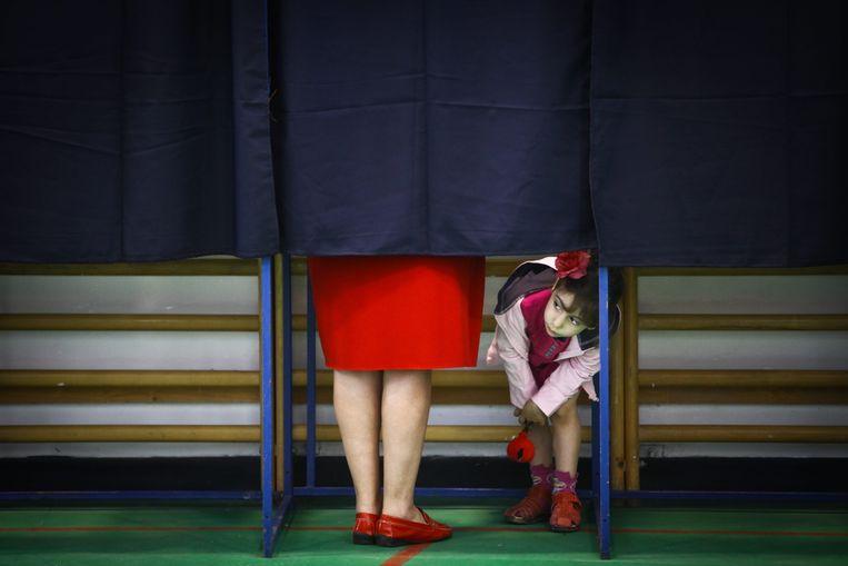 Vrouwen mogen in ons land stemmen sinds 1948, maar de politieke wereld blijft een mannenbastion. Beeld EPA