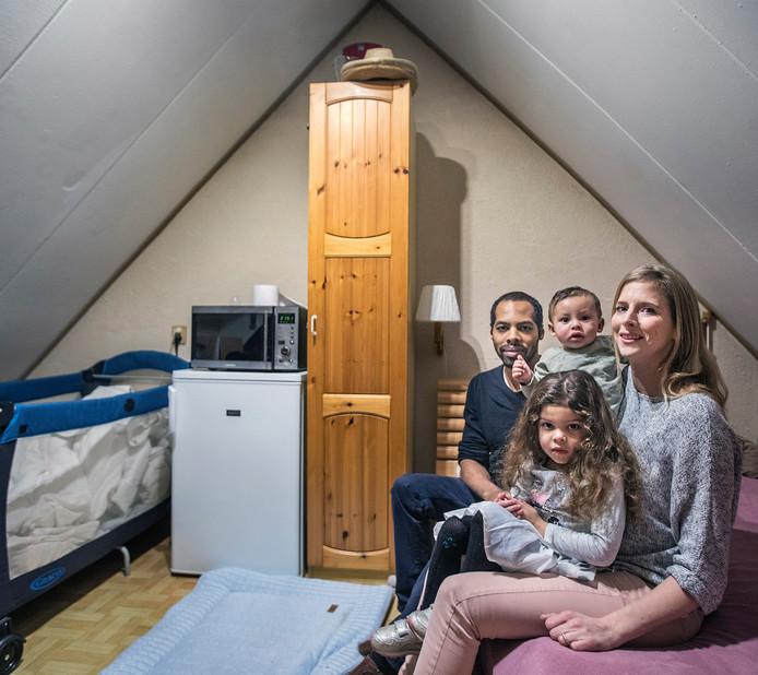 Her gezin heeft na de Shurgardbrand niet veel meer over.
