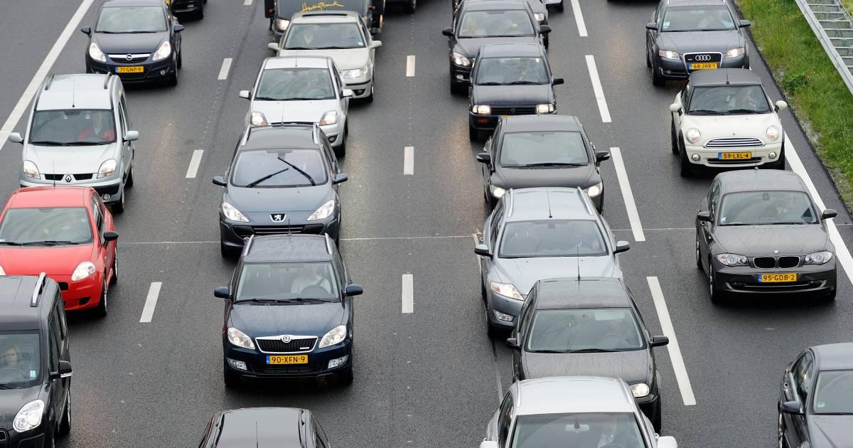 Ongeluk op A58 bij Tilburg, twee rijstroken dicht richting Breda.