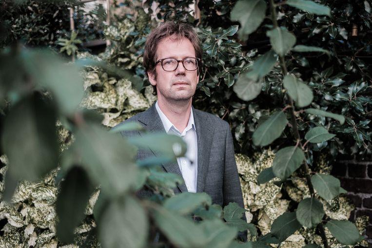 Advocaat Joris Van Cauter: 'We willen toch niet dat de zelfmoordpreventielijn mensen gewoon doorverwijst naar euthanasiecentra?' Beeld Bob Van Mol