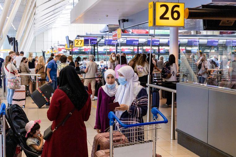De drukte in luchthaven Schiphol luchthaven nam de afgelopen week in rap tempo toe. Beeld Ines Vansteenkiste-Muylle