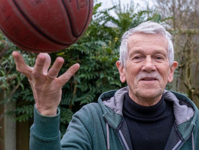 Pieter van Belle is liefst 45 voorzitter van de basketbaltak van Marathon.
