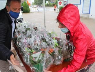 Gemeente zet mantelzorgers letterlijk in de bloemetjes