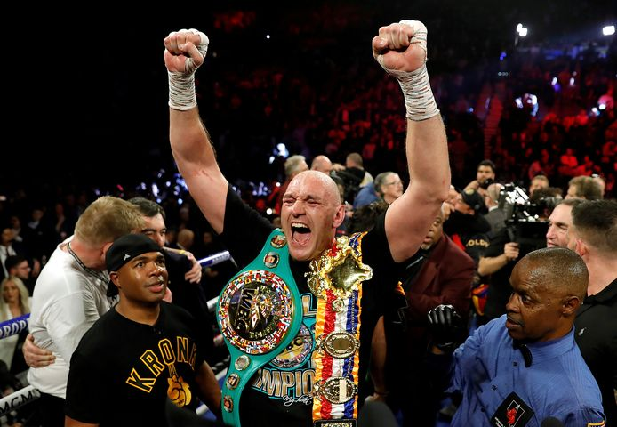 Tyson Fury viert feest na het winnen van zijn wedstrijd tegen Deontay Wilder op 22 februari 2020