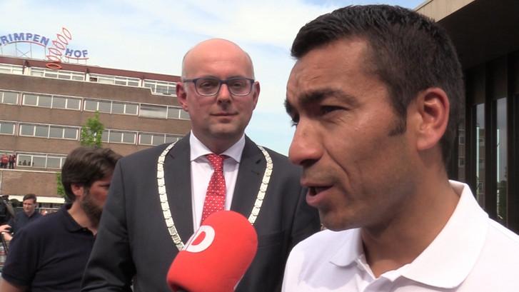 Van Bronckhorst gehuldigd in 'zijn' Krimpen a/d IJssel