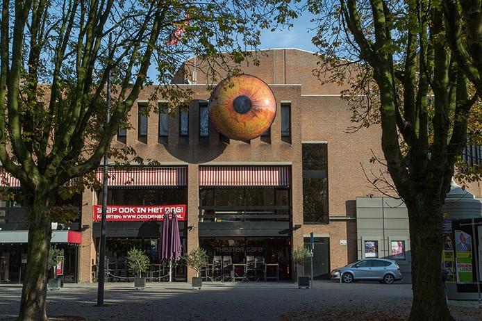 Aan de Theater aan de Parade zat een OOG bevestigd op 8 meter hoogte.