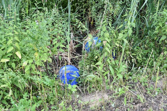 Vaten met drugsafval gevonden in Tilburg