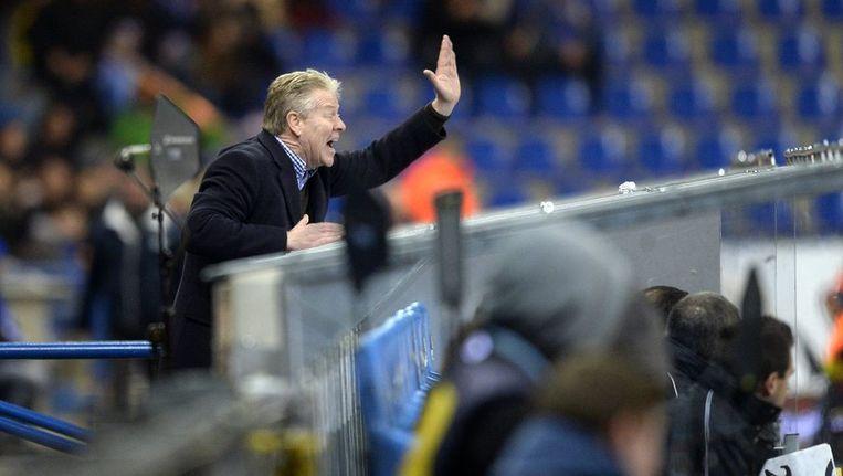 Peter Maes werd op het veld van RC Genk naar de tribunes gestuurd. Beeld PHOTO_NEWS
