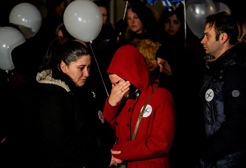 Verdriet bij de stille tocht voor Humeyra. De Rotterdamse scholiere smeekte om bescherming bij hulpinstanties tegen haar dreigende en stalkende ex, maar werd toch door hem vermoord.
