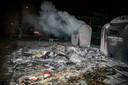 Raddraaiers in de Arnhemse wijk Geitenkamp gooiden niet alleen met vuurwerk, maar richtten ook vernielingen aan.