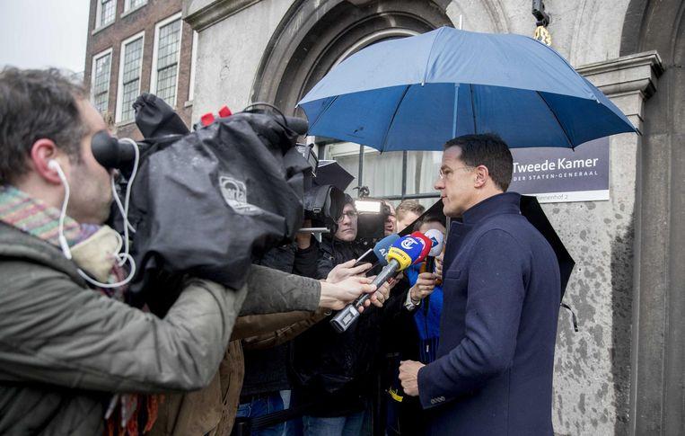 Rutte spreekt de pers na afloop van zijn gesprek met Schippers. Beeld anp