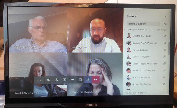 Leden van de gemeenteraad van Breda vergaderen voor het eerst online.