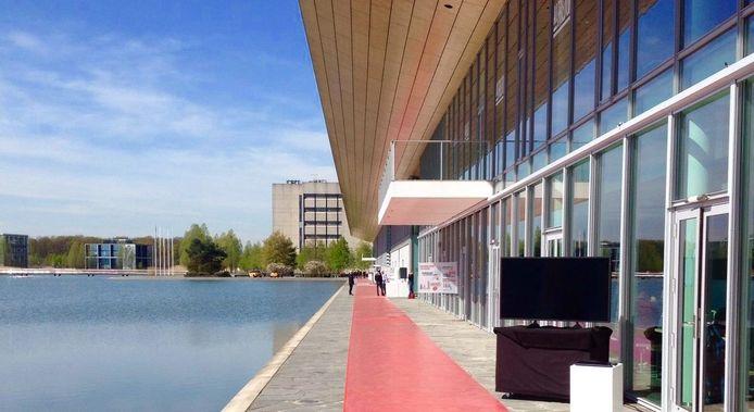De rode loper op de High tech campus in Eindhoven waar straks Angela merkel overheen gaat lopen.