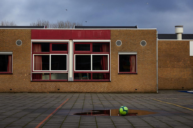Lege schoolpleinen door heel Amsterdam, obs De Schakel. Beeld Chris en Marjan